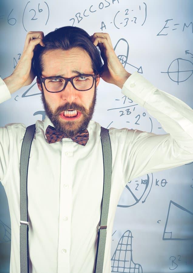 Sfrustowany nerdy biznesowy mężczyzna przeciw rozmytym błękitnym drewnianym panelu i matematyki grafika zdjęcie royalty free
