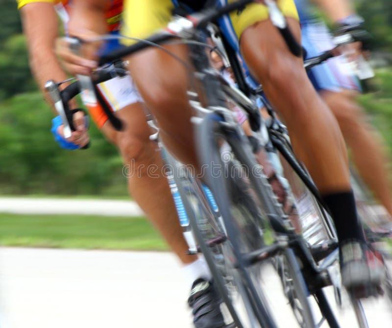 Sfuocatura della corsa di bicicletta immagini stock libere da diritti