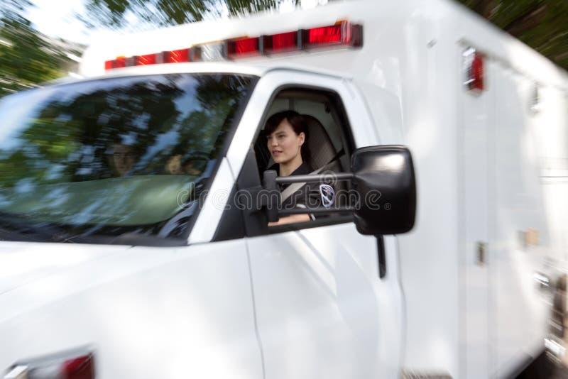 Sfuocatura di movimento di emergenza dell'ambulanza fotografia stock libera da diritti