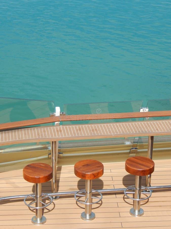 Sgabello da bar su una nave da crociera fotografia stock for Cabina interna su una nave da crociera