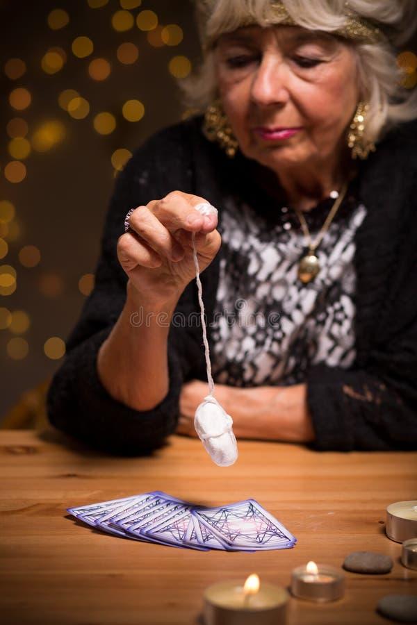 Sgombro con il pendolo magico fotografia stock