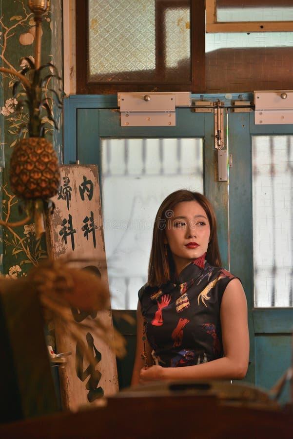 Sguardo cinese di Retro del modello di moda immagine stock
