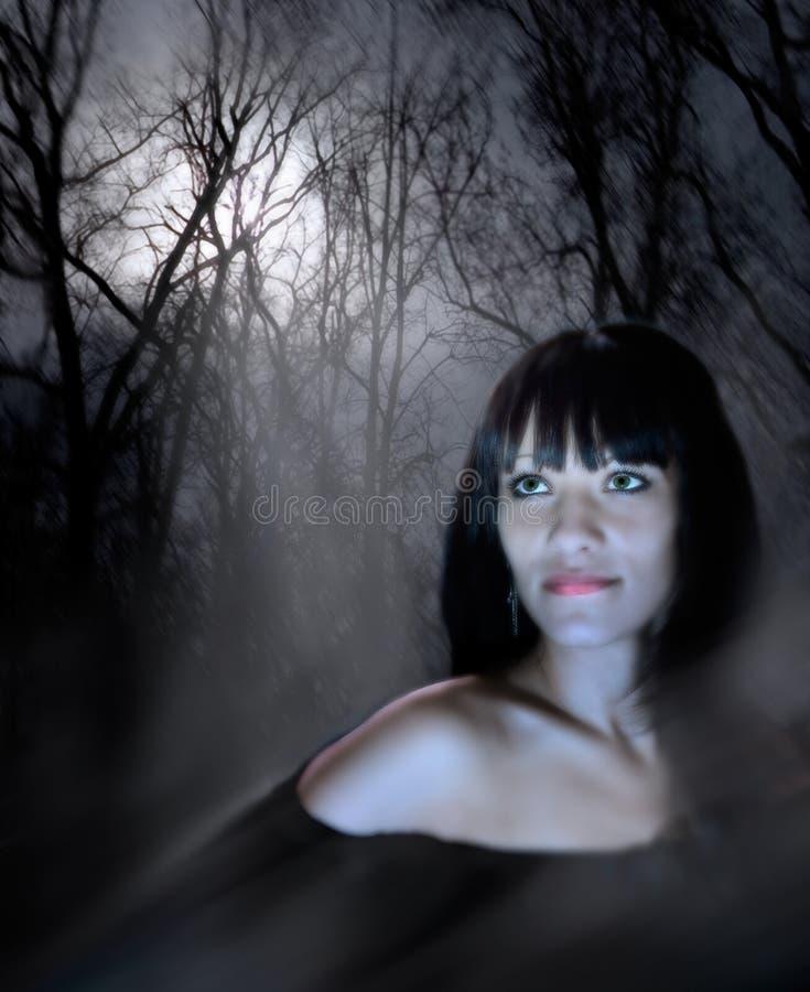 Sguardo fisso della donna magica immagine stock