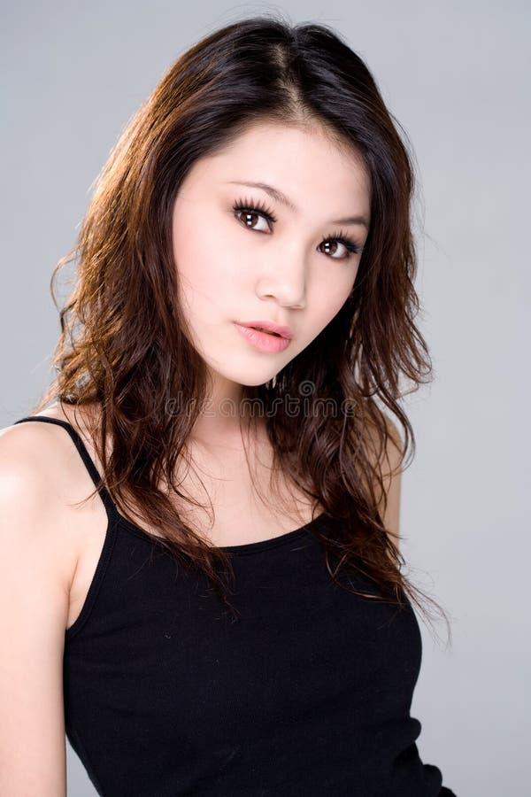 Sguardo sexy di bella ragazza asiatica fotografie stock libere da diritti