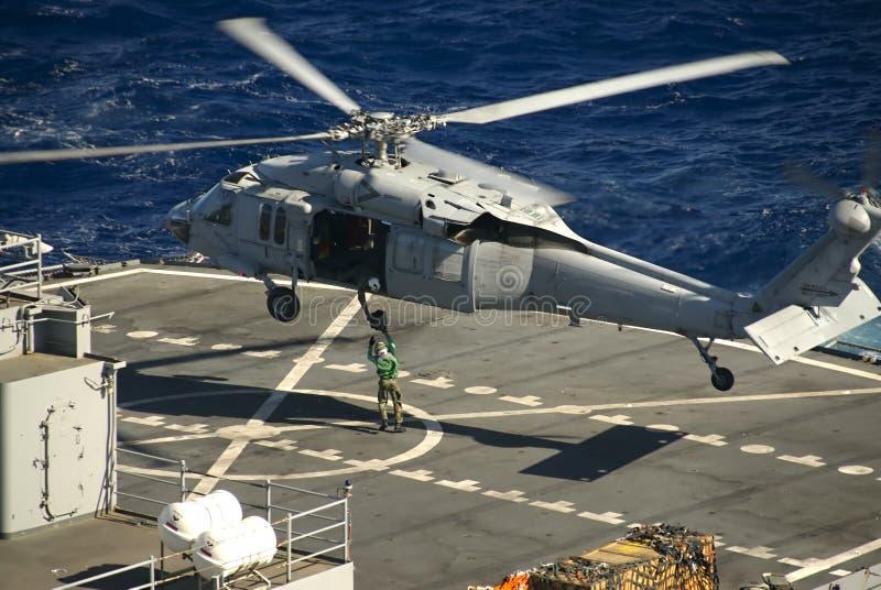 Un Elicottero Recupera Dall Oceano : Sh seahawk fotografia stock immagine di veterani