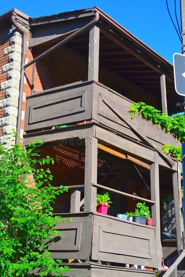 Shabby πίσω πολυκατοικία Τορόντο, Καναδάς μερών στοκ εικόνες