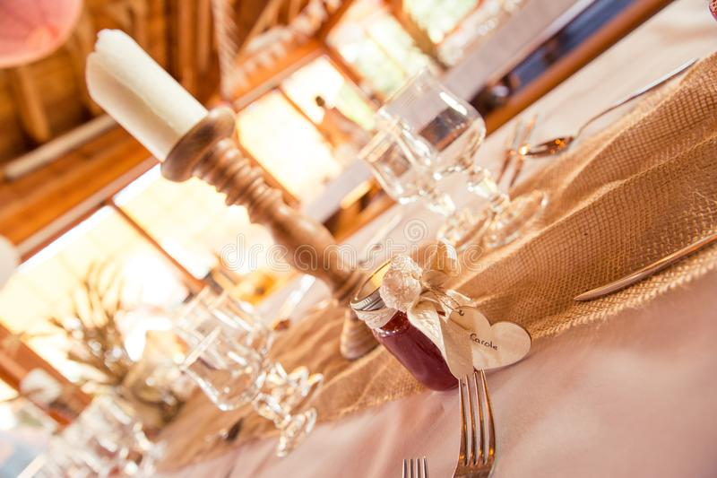 Shabby Chic Rustic Wedding Table Burlap and Gypsophila Decoratio royalty free stock images