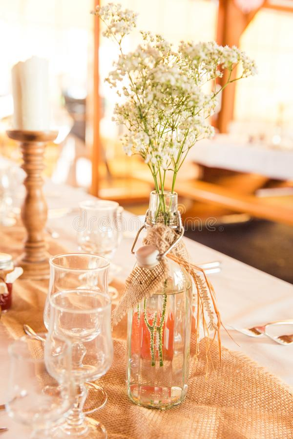 Shabby Chic Rustic Wedding Table Burlap and Gypsophila Decoration stock photos