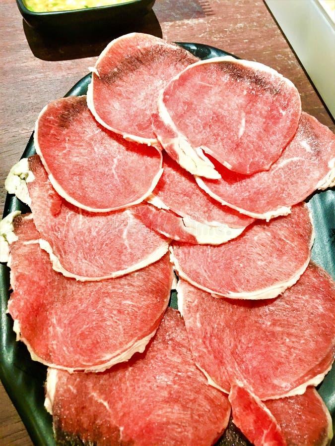 shabu shabu的红肉切片 免版税库存照片