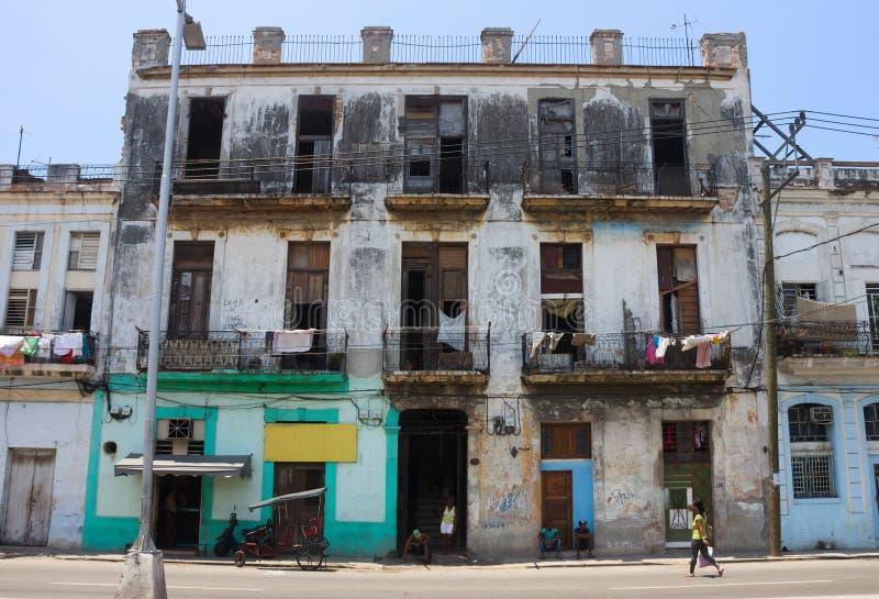 Shaby, bieda i łamany budynek w śródmieściu Hawański, obraz stock