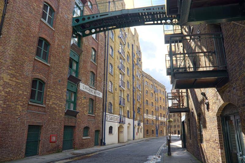 Shad Street, área dockside do armazém velho de Londres fotografia de stock