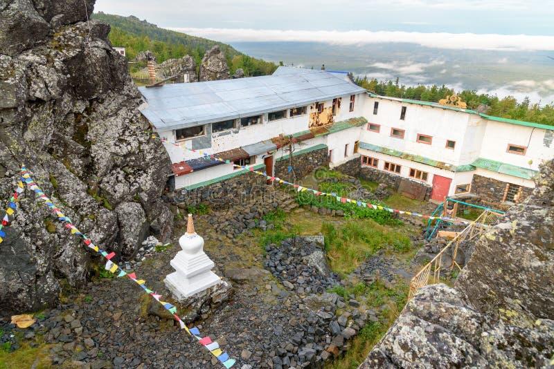 Shad Tchup Ling Buddhist-klooster op berg Kachkanar Rusland royalty-vrije stock fotografie