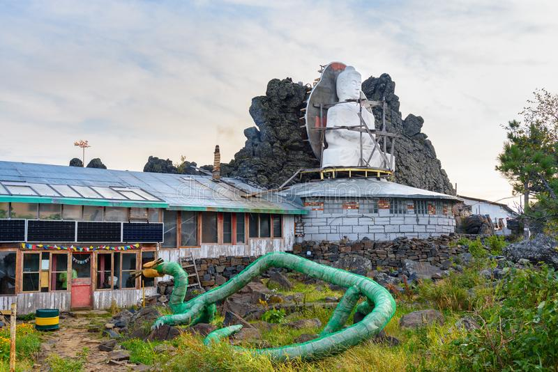 Shad Tchup Ling Buddhist-klooster op berg Kachkanar Rusland stock foto's