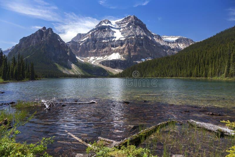 Shadow湖加拿大人落矶山风景风景视图自然世界夏令时阿尔伯塔加拿大班夫国家公园 图库摄影