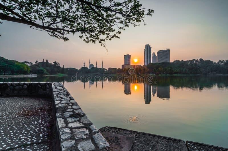 Download Shah Alam Jeziorny Wczesny Wschód Słońca Zdjęcie Stock - Obraz złożonej z naturalny, podróż: 28962730