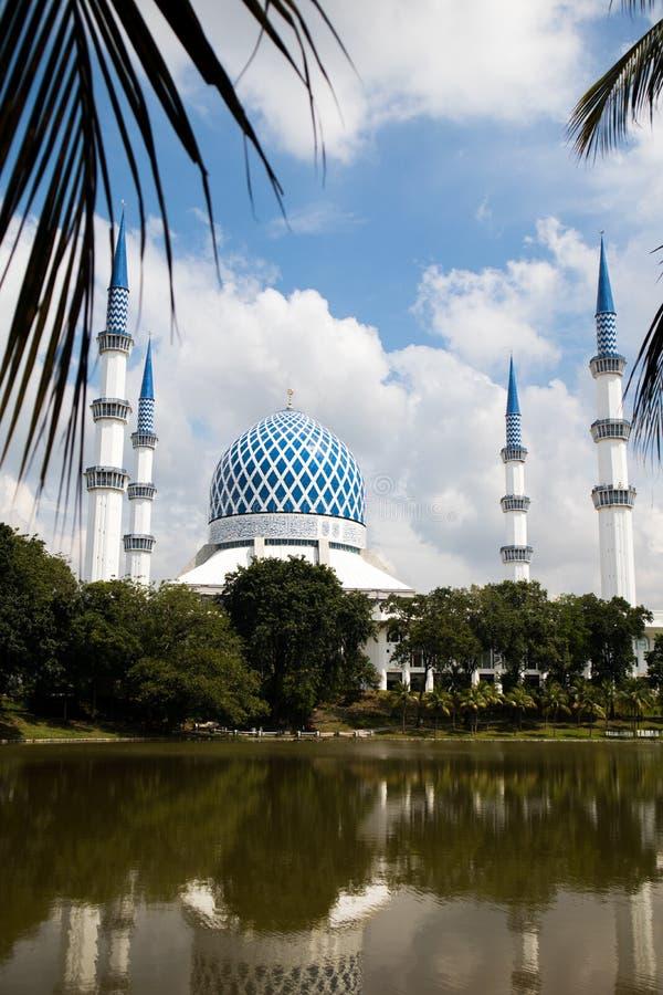 SHAH ALAM MALAYSIA - DECEMBER 5, 2018: Sultan Salahuddin Abdul Aziz Shah moské också som är bekant som blå moské under dag arkivbilder