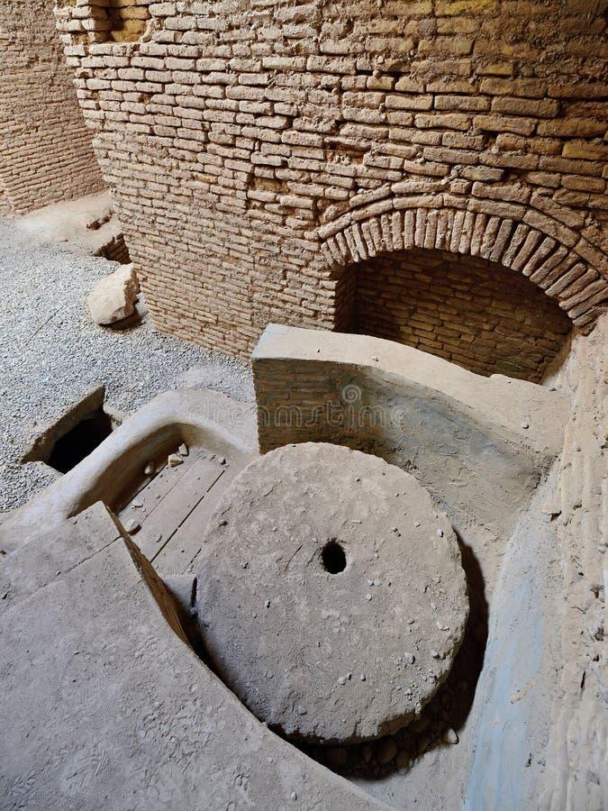 Shahdad oas i Iran forntida watermill royaltyfri foto