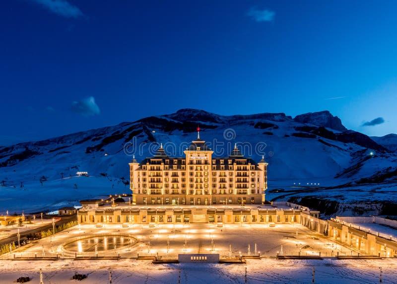 Shahdag - 27 février 2015 : Hôtels de touristes dessus photos stock