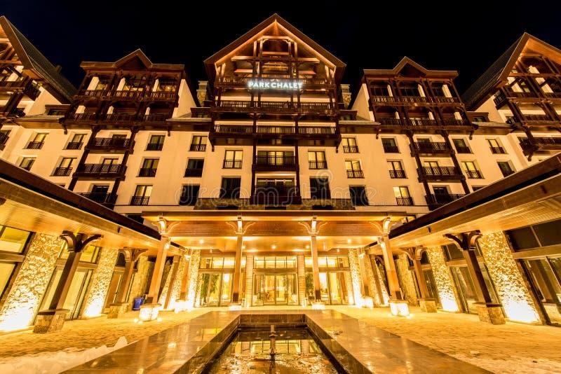 Shahdag - 27 FEBRUARI, 2015: Toeristenhotels  stock afbeelding