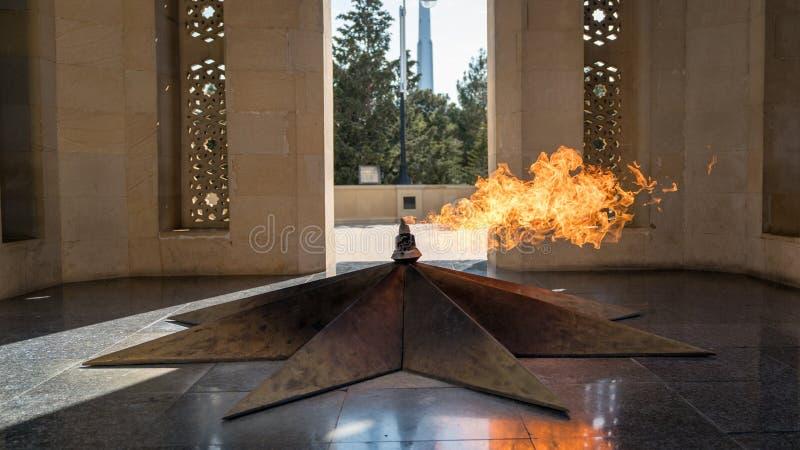 Shahidlar纪念碑或永恒火焰纪念碑在巴库,阿塞拜疆 免版税库存图片