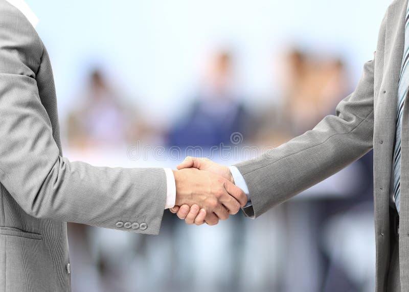 Shake руки бизнесменов стоковые изображения