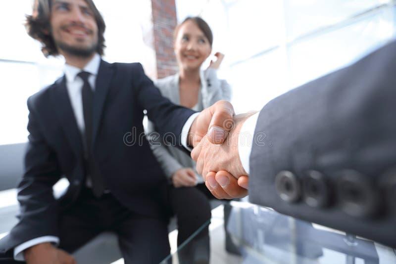 shake för affärscloseuphand royaltyfria foton