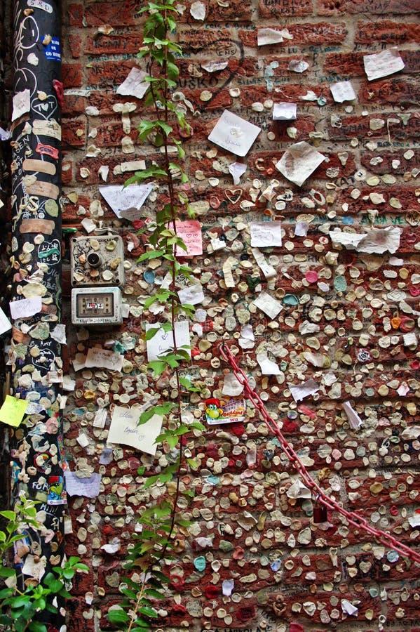 Shakespeare charmör- och Juliet vägg i Verona royaltyfria bilder