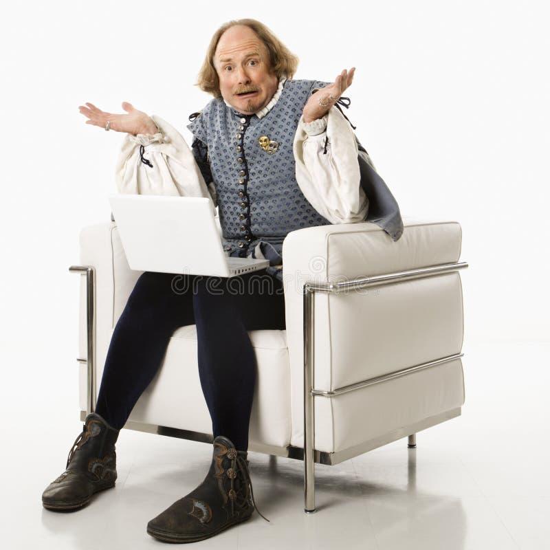 Shakespeare, der Laptop verwendet. lizenzfreie stockfotografie
