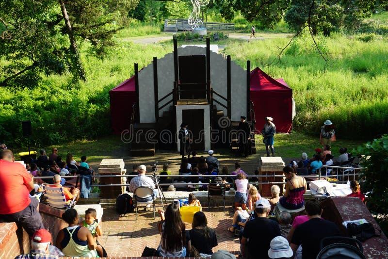 Shakespeare en el parque: Las felices esposas de Windsor 8 imágenes de archivo libres de regalías