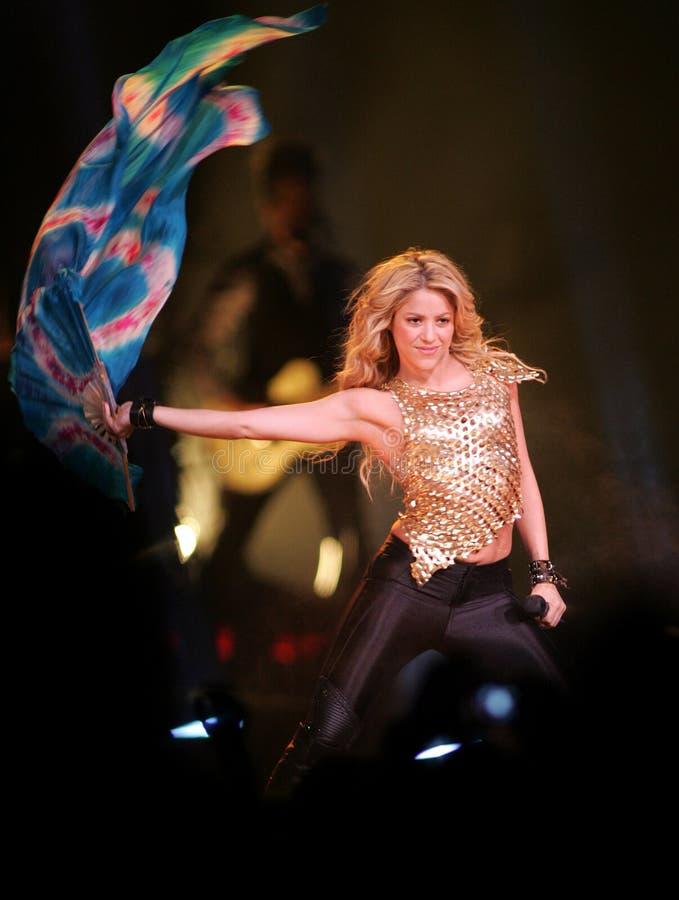 Shakira führt im Konzert durch stockbild