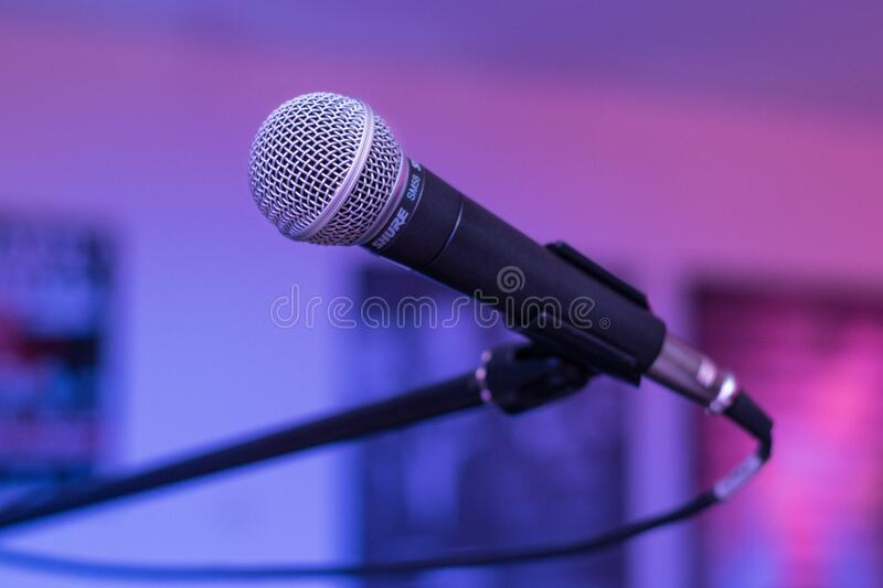 Shallow Focus Photography Of Black Microphone Free Public Domain Cc0 Image