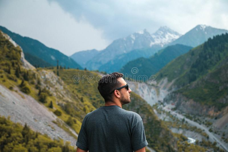 Shallow Focus Photography Of Man Wearing Gray Shirt Free Public Domain Cc0 Image