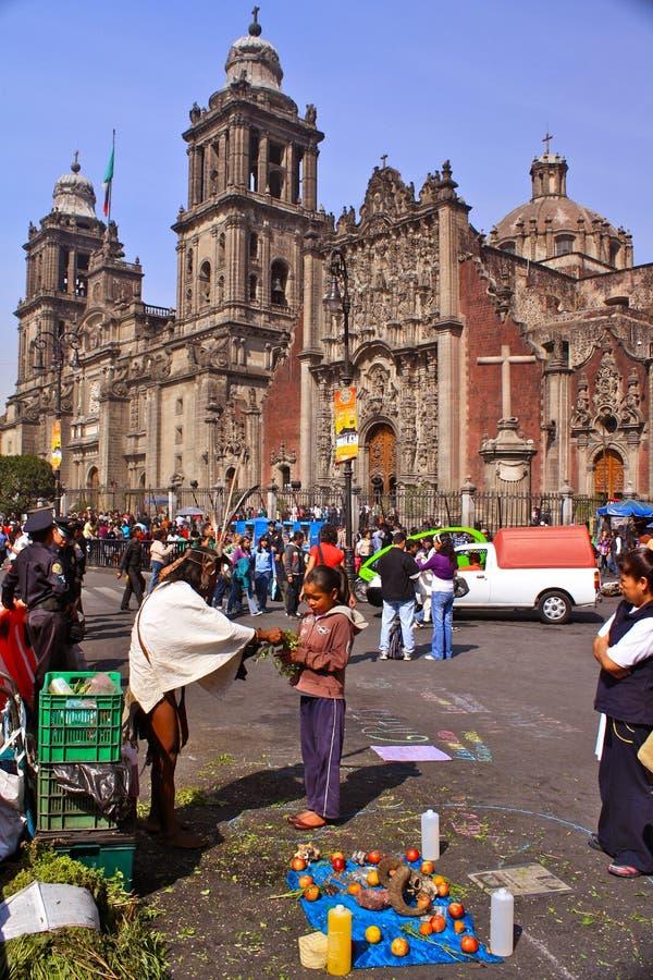 Shamanic Reinigungszeremonie in Mexiko City lizenzfreies stockbild