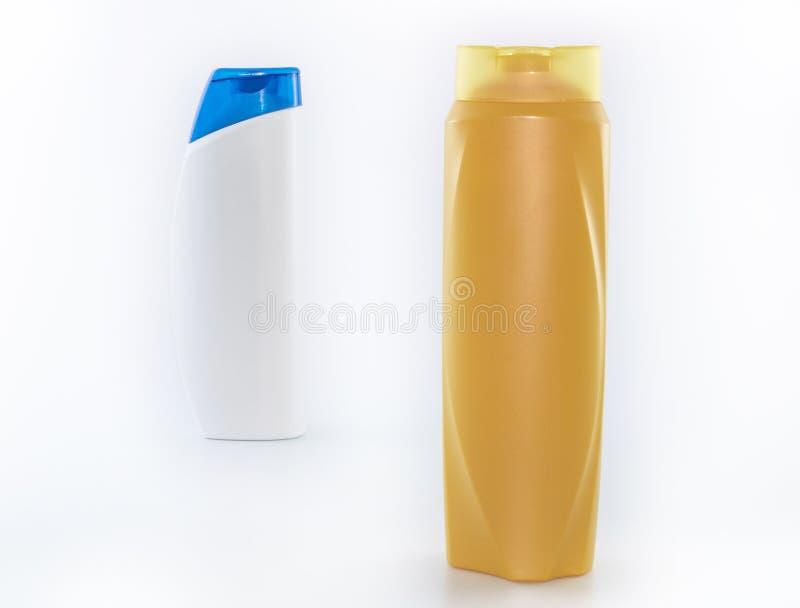 Shampoo, befeuchtende Flaschen in den braunen, wei?en, gelben Farben stockfotos