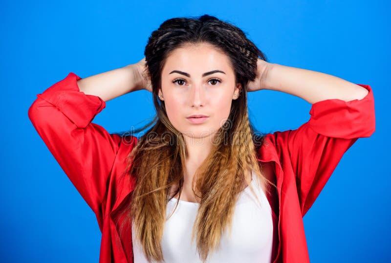 Shampoo en conditioner Pampering routine Hairdresser salon Beschadigd haar Krimpende haarstijl Meisjesvormig kapsel royalty-vrije stock fotografie