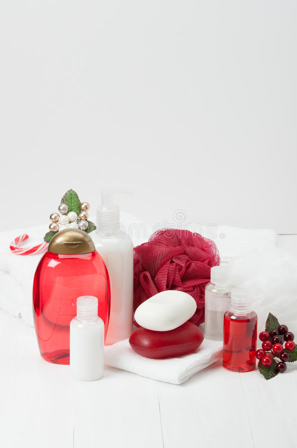 Shampoo, Stück Seife und Flüssigkeit Toilettenartikel, Badekurort-Ausrüstung stockfoto