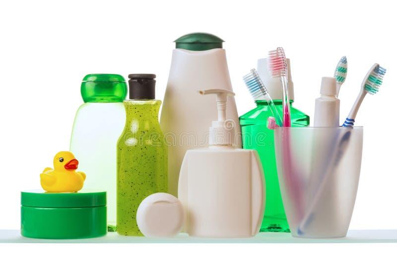 Shampoo und Zahnpasta mit Zahnbürsten lizenzfreies stockfoto