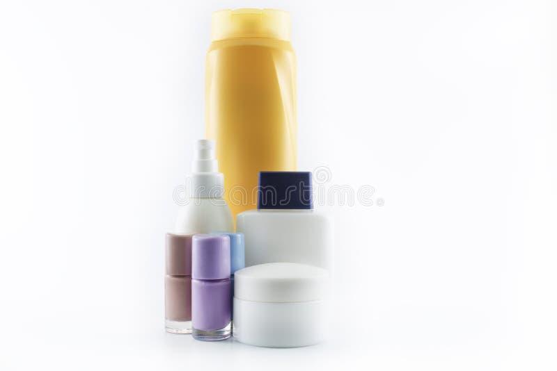 Shampoo, zonroom, nagellak, parfum stock foto