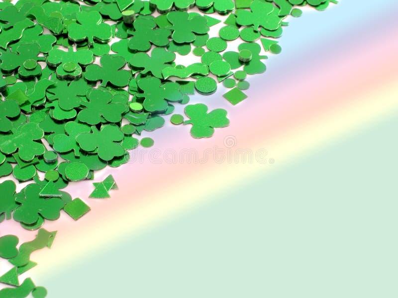 Shamrocks mit Regenbogen lizenzfreies stockfoto