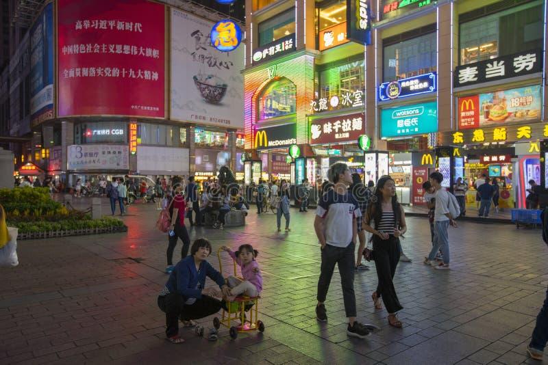 Shang Xia Jiu handlowa chodz?ca ulica przy nightlight w Guangzhou, Chiny zdjęcia stock