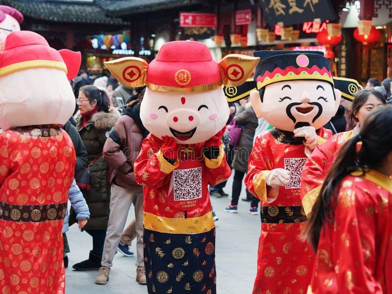 Shangai, China - enero 26, 2019: Festival de linterna en el año chino del cerdo del Año Nuevo en el jardín de Shangai Yuyuan foto de archivo libre de regalías
