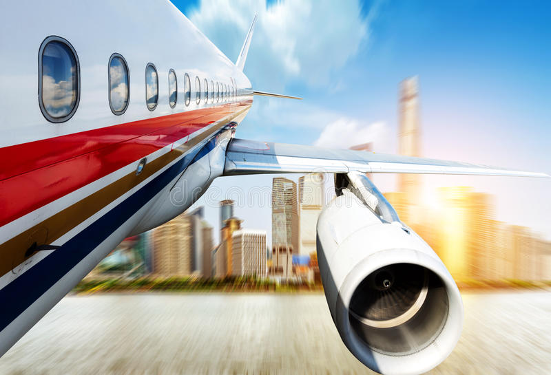 Shanghai über den Flugzeugen lizenzfreie stockfotos