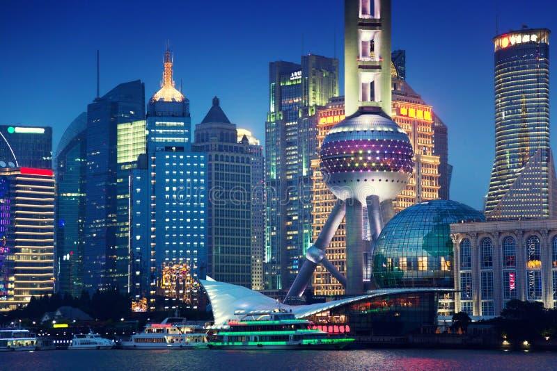 Shanghai bij nacht, China stock afbeelding