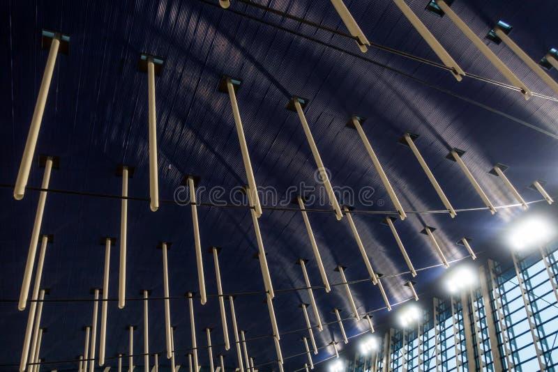 SHANGHAI, CHINA JULHO DE 2018: Interior Desi do aeroporto de Shanghai Pudong fotografia de stock royalty free