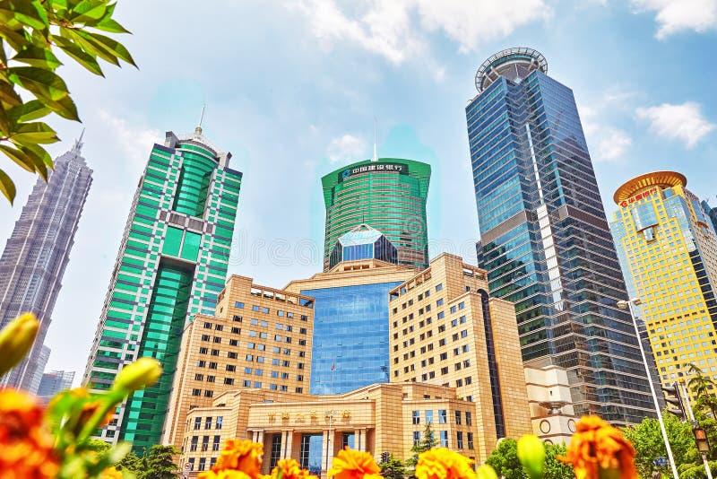 SHANGHAI, CHINA 24 MEI, 2015: Mooie wolkenkrabbers, stad buil royalty-vrije stock fotografie
