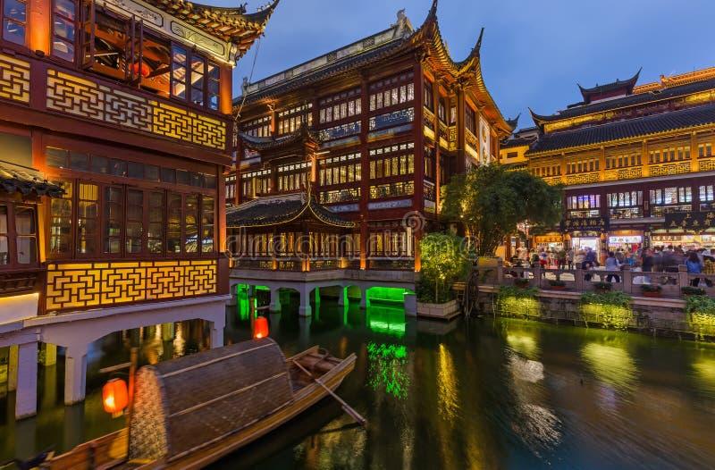 Shanghai, Chine - 22 mai 2018 : Vieille rue près du jardin Yuyuan Jardin du Bonheur dans le centre de Shanghai images stock