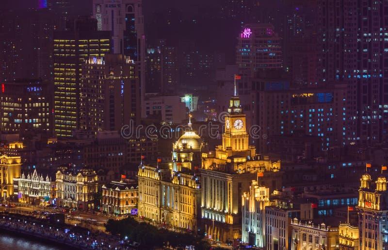 Shanghai, Chine - 21 mai 2018 : Vue nocturne sur les gratte-ciels du remblai colonial à Shanghai, en Chine images stock