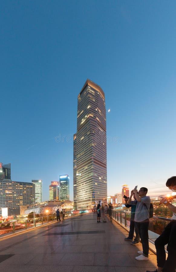 Shanghai, Cina - 30 aprile 2017: costruzione a Lujiazui fotografia stock libera da diritti