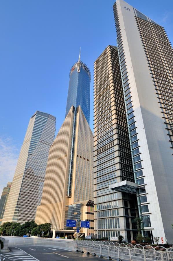 shanghai för byggnadsaffärsmitt gata arkivbild