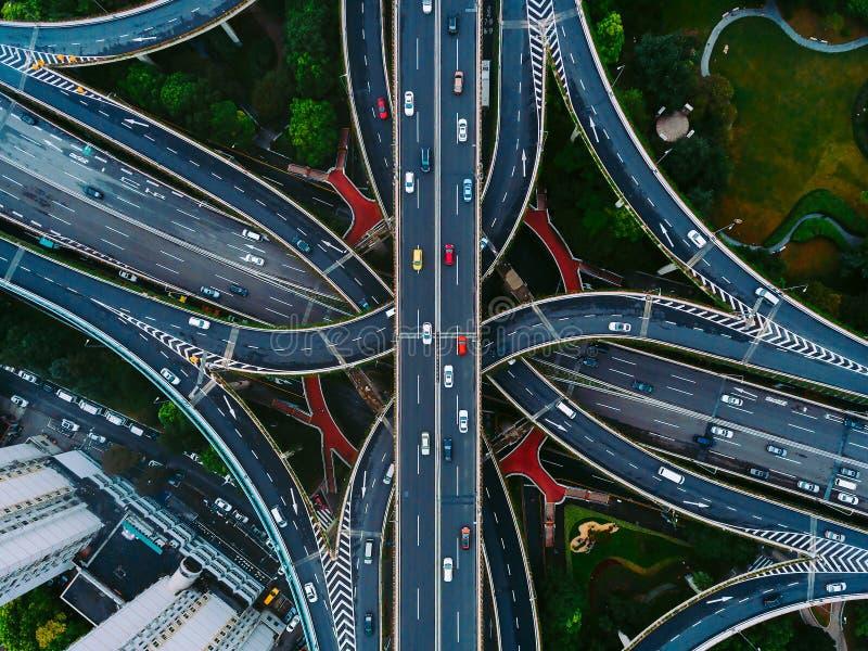 Shanghai gator och genomskärningar från över royaltyfria bilder